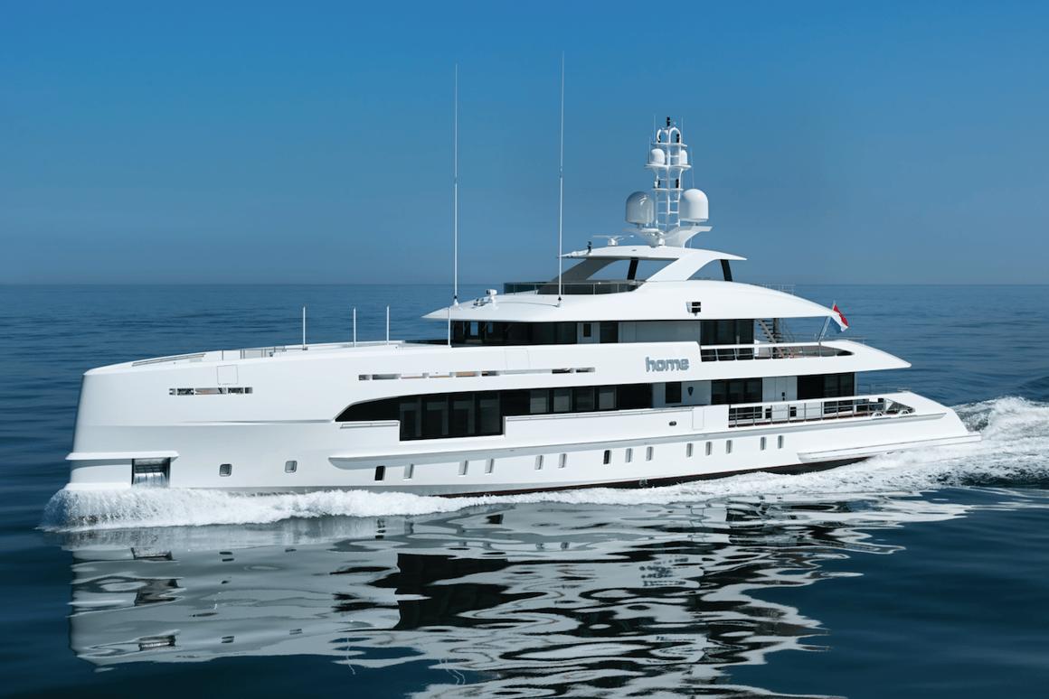 The 50-meter HeesenHome superyacht