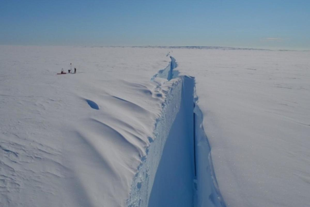 The Halloween Crack, discovered in October 2016, is threatening the Brunt Ice Shelf