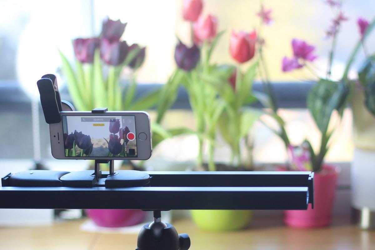 Muwi:ultra-portable smartphone slider