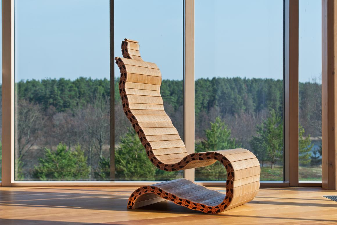Spyndi uses individual wooden elements to form furniture