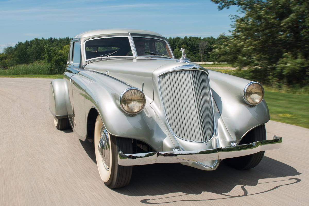 In 1933, the $10,000 Pierce-Arrow Silver Arrow represented unattainable luxury for Americans after the Great Depression had seenhalf of America's banksfailand one third of Americansunemployed