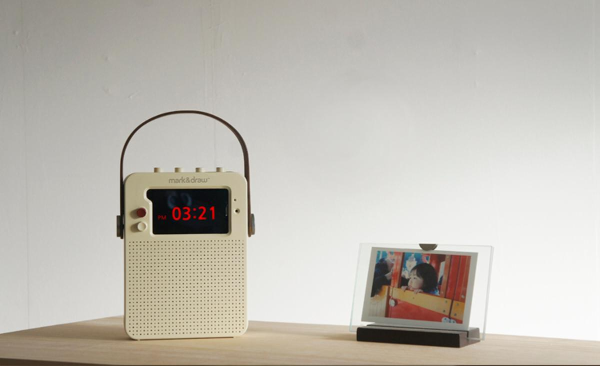 Compatible with iPhone 4, 4S, 5 and 5S, i Ready O is designed to turn your old iPhone into a retro-styled radio