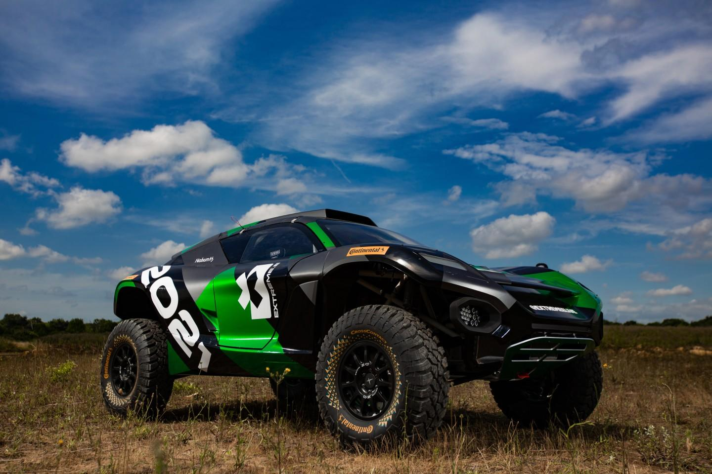The official race car of Extreme E, the Odyssey 21 brings an electric drive with up to 550 hp (410 kW)