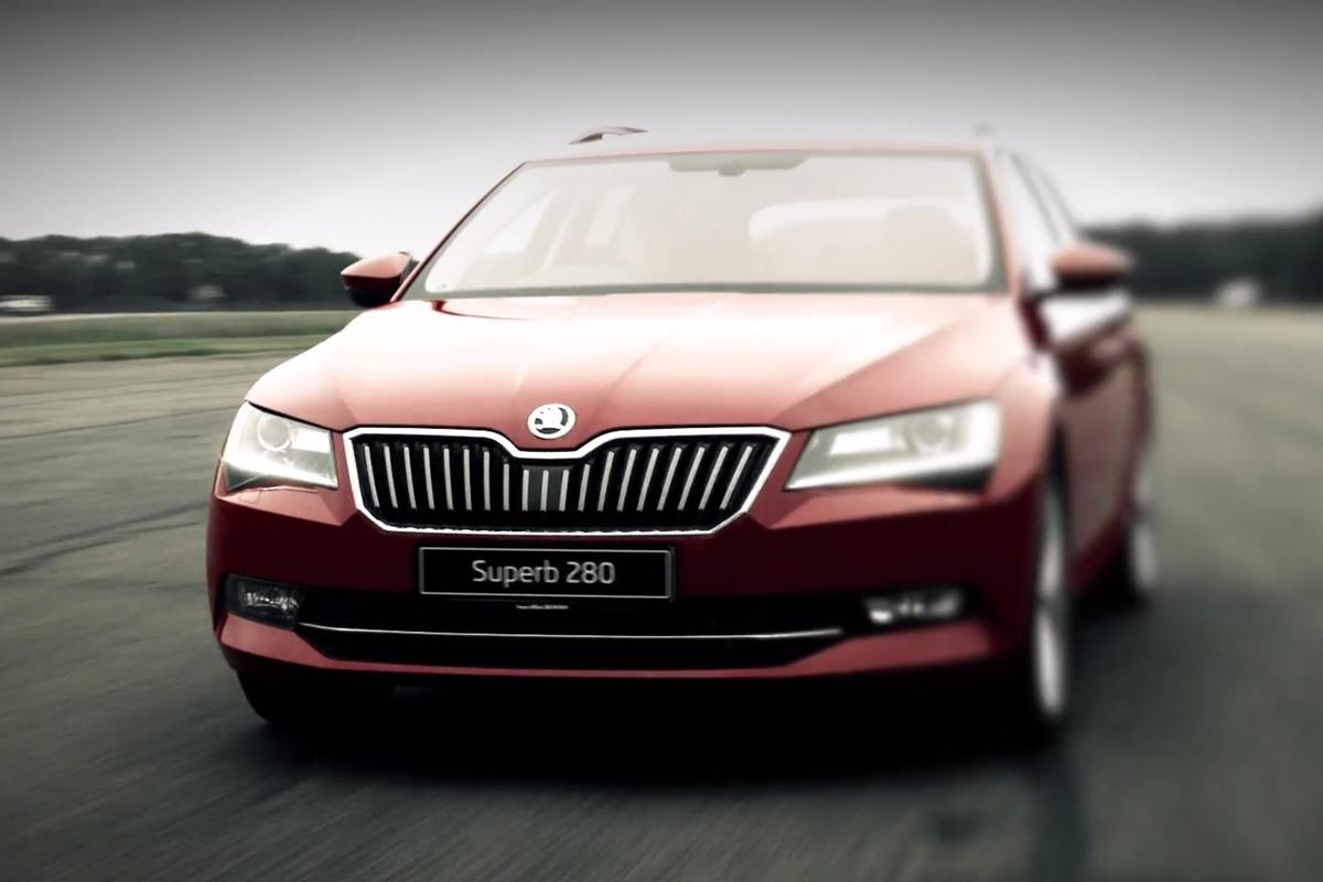 The Superb 2.0 TSI kicks out 280 PS (206 kW) from a turbocharged, four-cylinder petrol engine