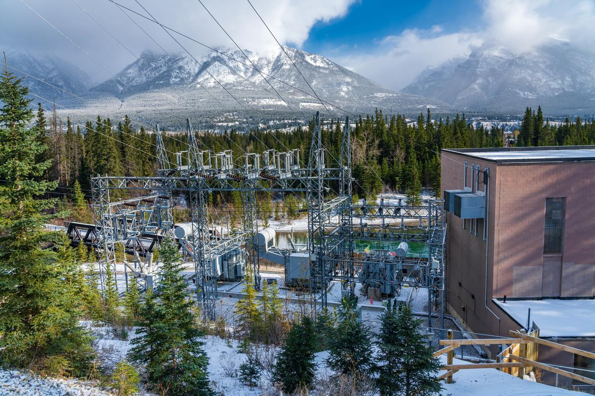 The Rundle hydro plant in the Canadian Rockies is one of the many hydro projects that put Canada at #4 on the list of hydrogen-producing countries