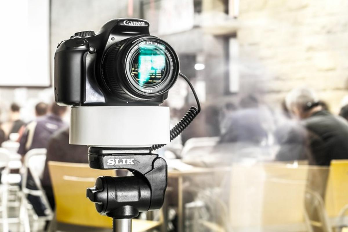 The Radian is an inexpensive device, designed to allow budget videographers to shoot motion-controlled time-lapse footage