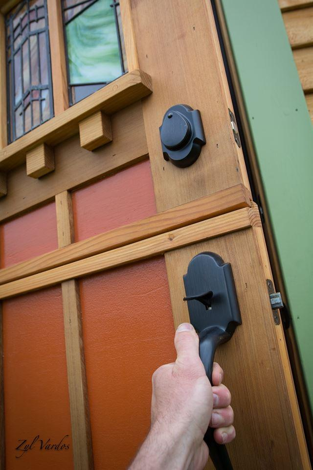 Access to theFuchsia is gained by a stable door