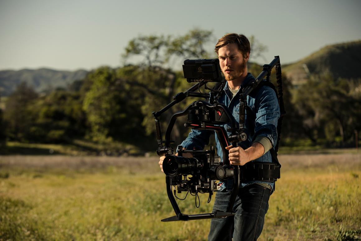 DJI has followed up the original Ronin stabilizingcamera gimbal with the even more capableRonin 2