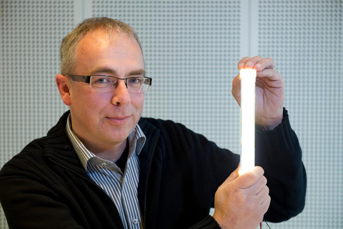 Philip's Coen Liedenbaum shows off the 200-lm/W prototype LED tube