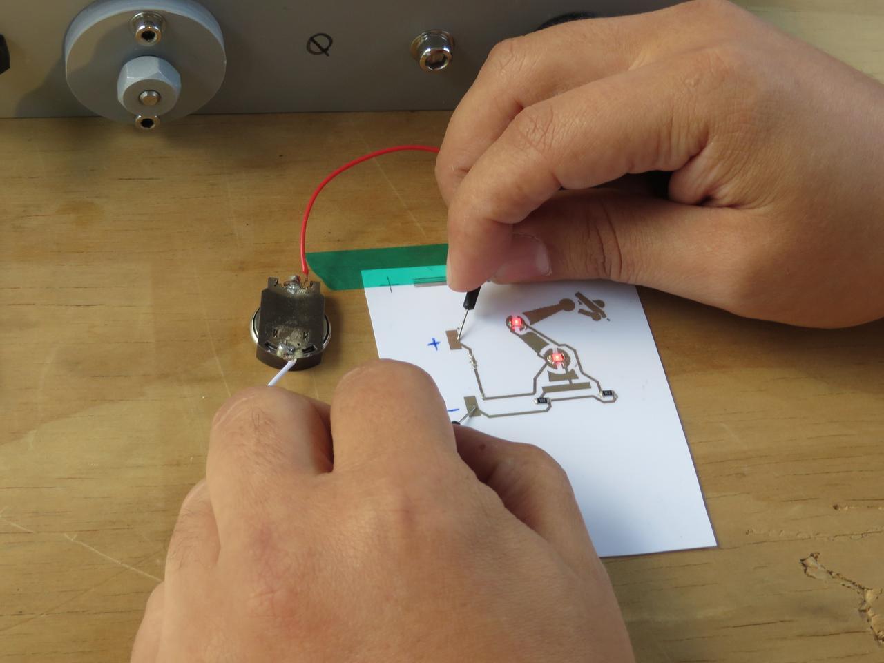 Testing a Squink-made circuit (Photo credit:Eric Mack/Gizmag.com)