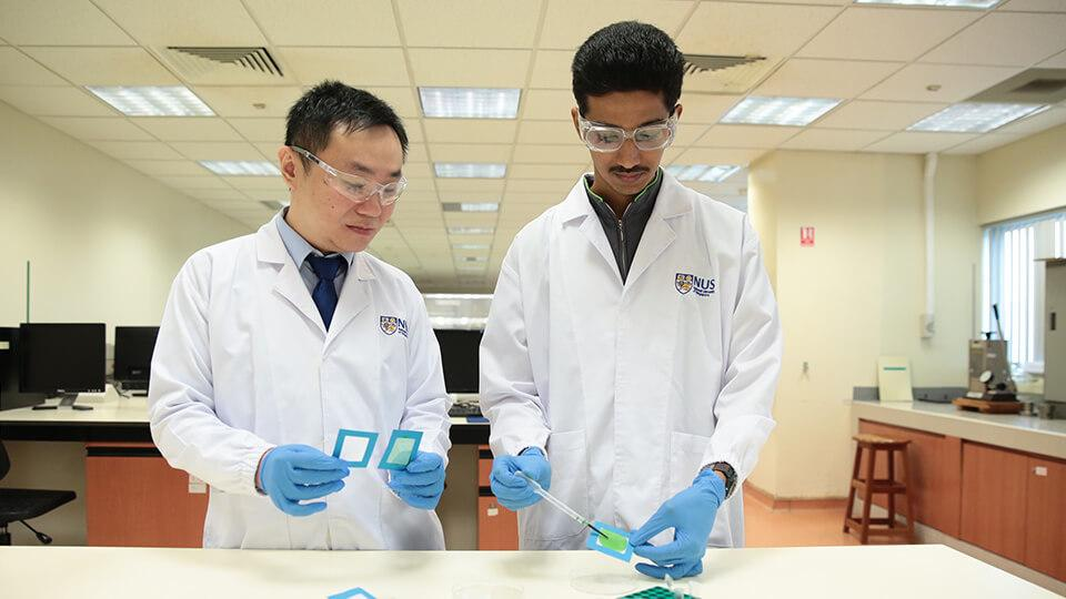 The researchers make their air filters by applying a nanofiber solution to a piece of mesh and allowing it to dry