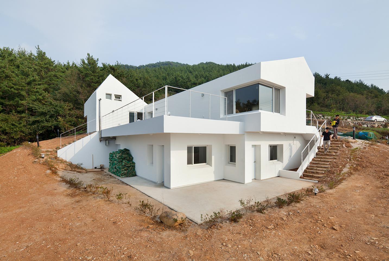 Lifethings-designed Sosoljip net-zero house (Photo: Kyungsub Shin)