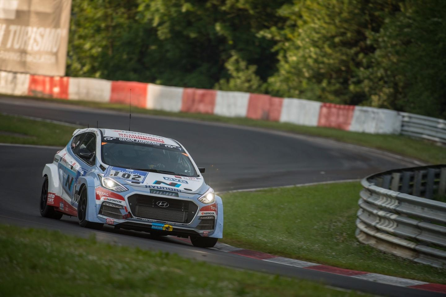 The race was the first motor-racing appearance for the i30 2.0 Turbo development vehicle