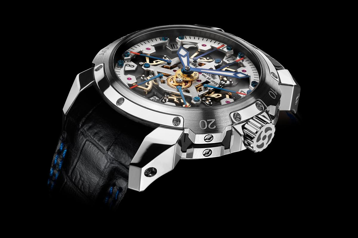 The TNT Royal Rétro 43 has six second hands instead of one