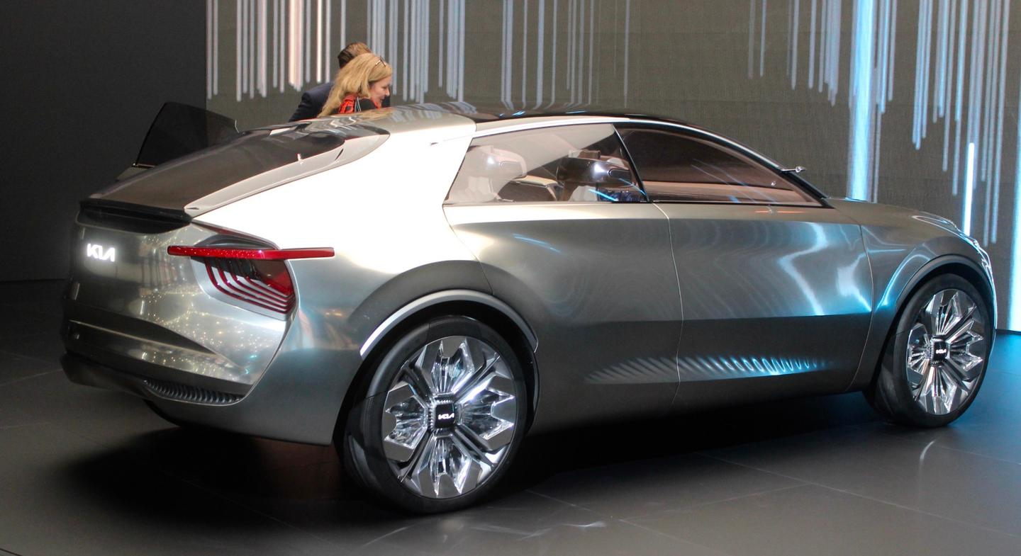 The striking body of the Imagine by Kia has had six layers of chrome-effect silver paint applied by hand and then topped with a bronze tint that appears to react to changing light conditions to enhance the vehicle's lines and curves