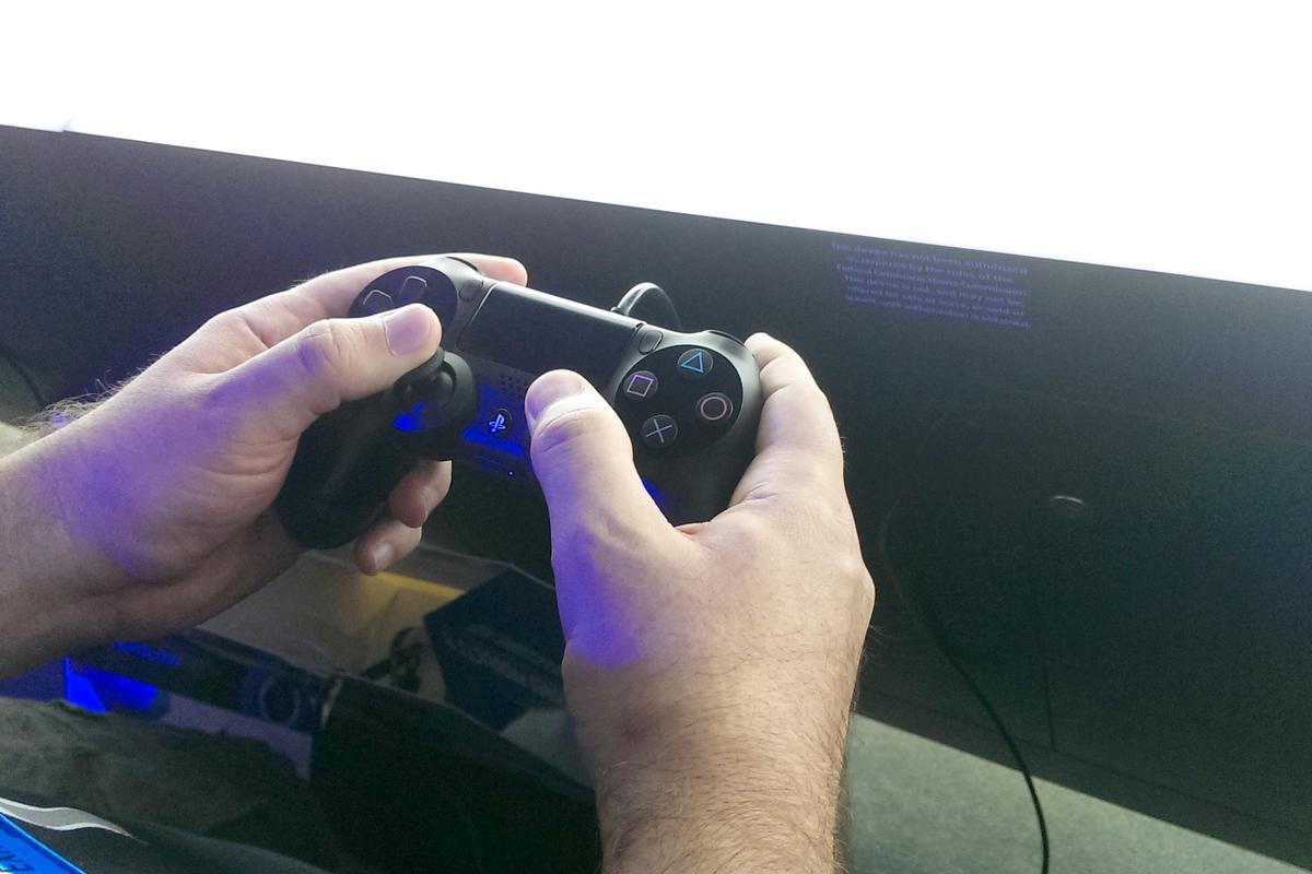 Gizmag goes hands-on with the Sony PlayStation 4