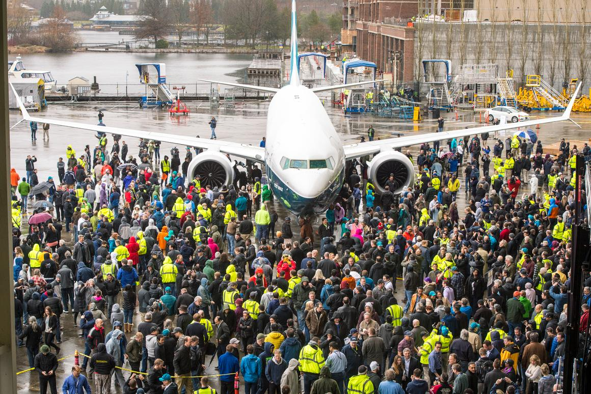 The Boeing 737 MAX 9 meets the staff in Renton