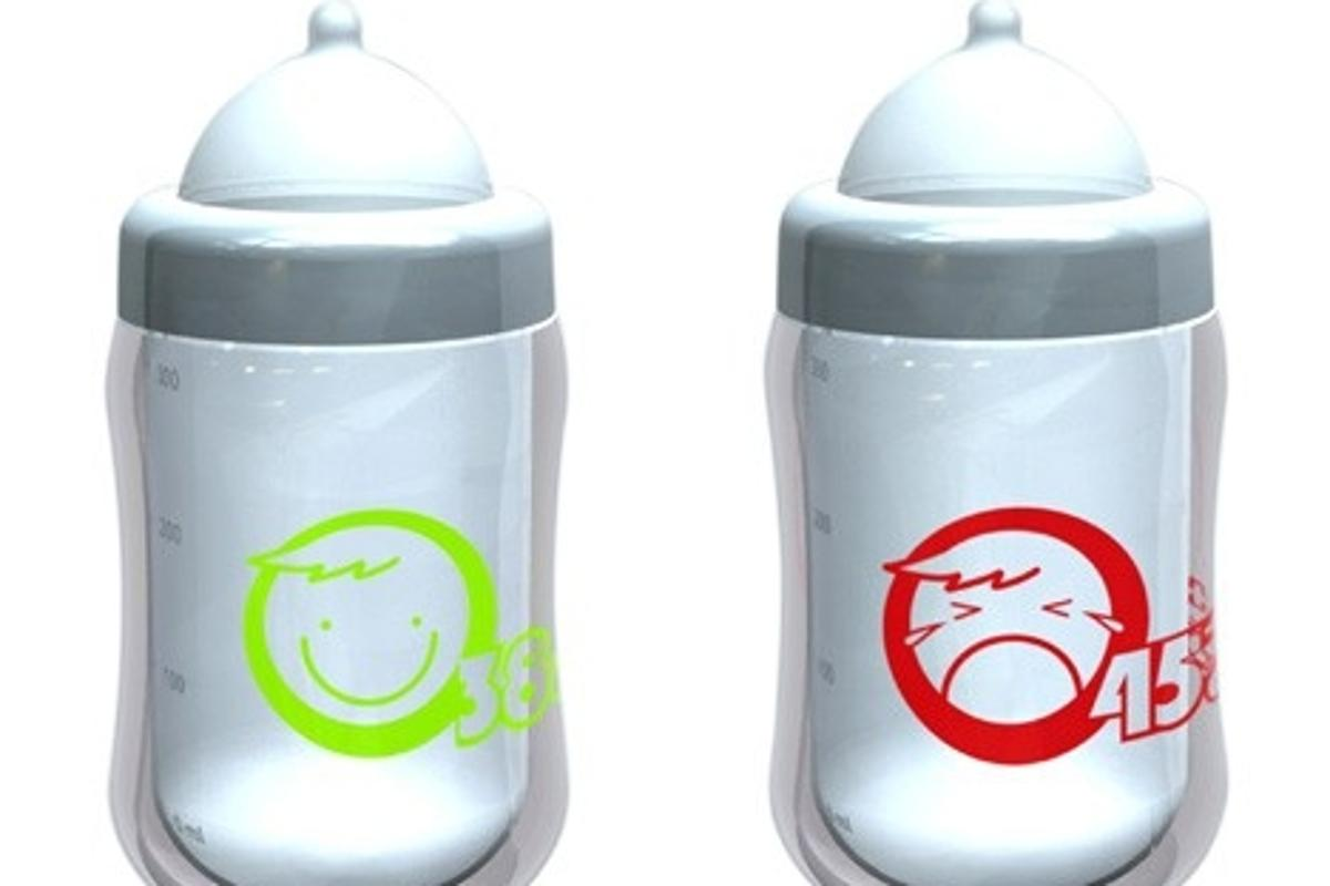 Safety baby bottle smiles at the right temperature
