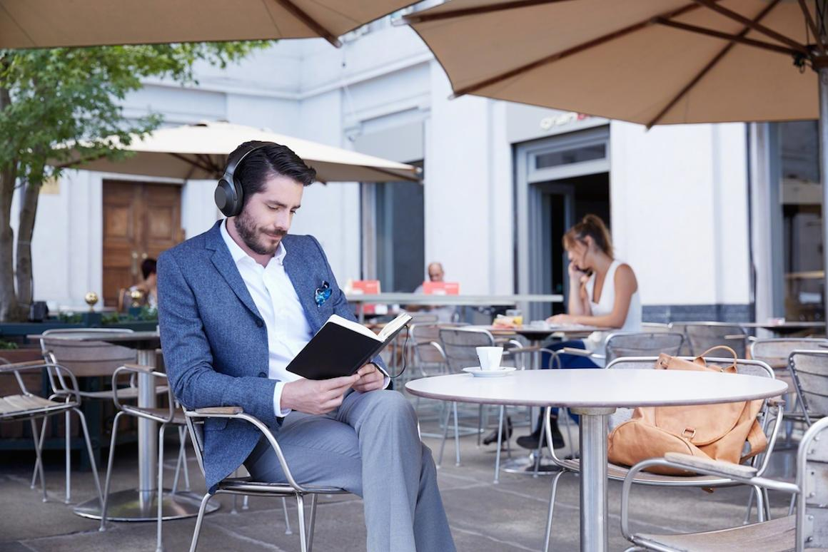 Sony has launched the MDR-1000Xnoise-canceling headphones at IFA 2016