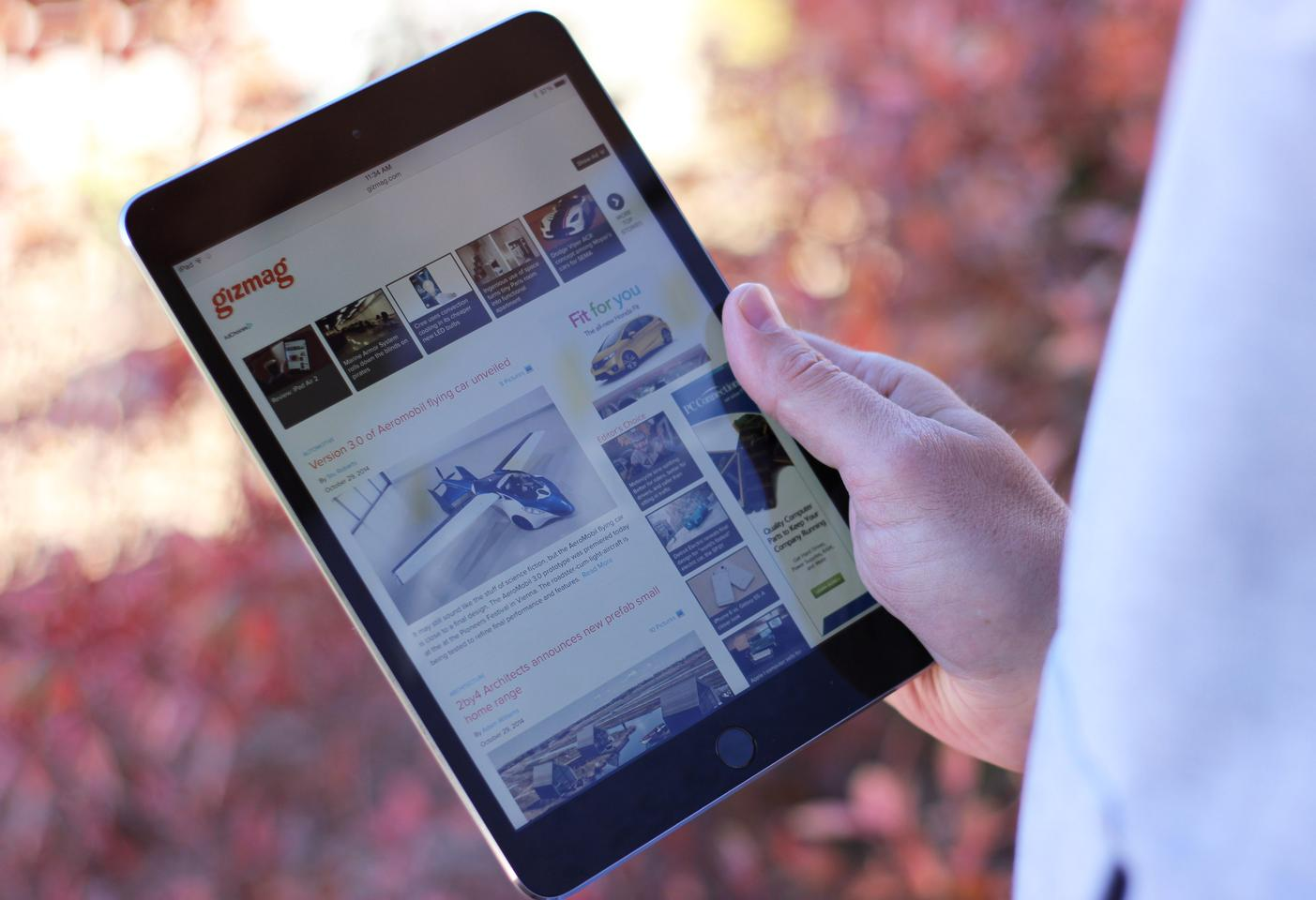 The iPad Air 2 weighs only 437 g (0.96 lb) (Photo: Will Shanklin/Gizmag.com)