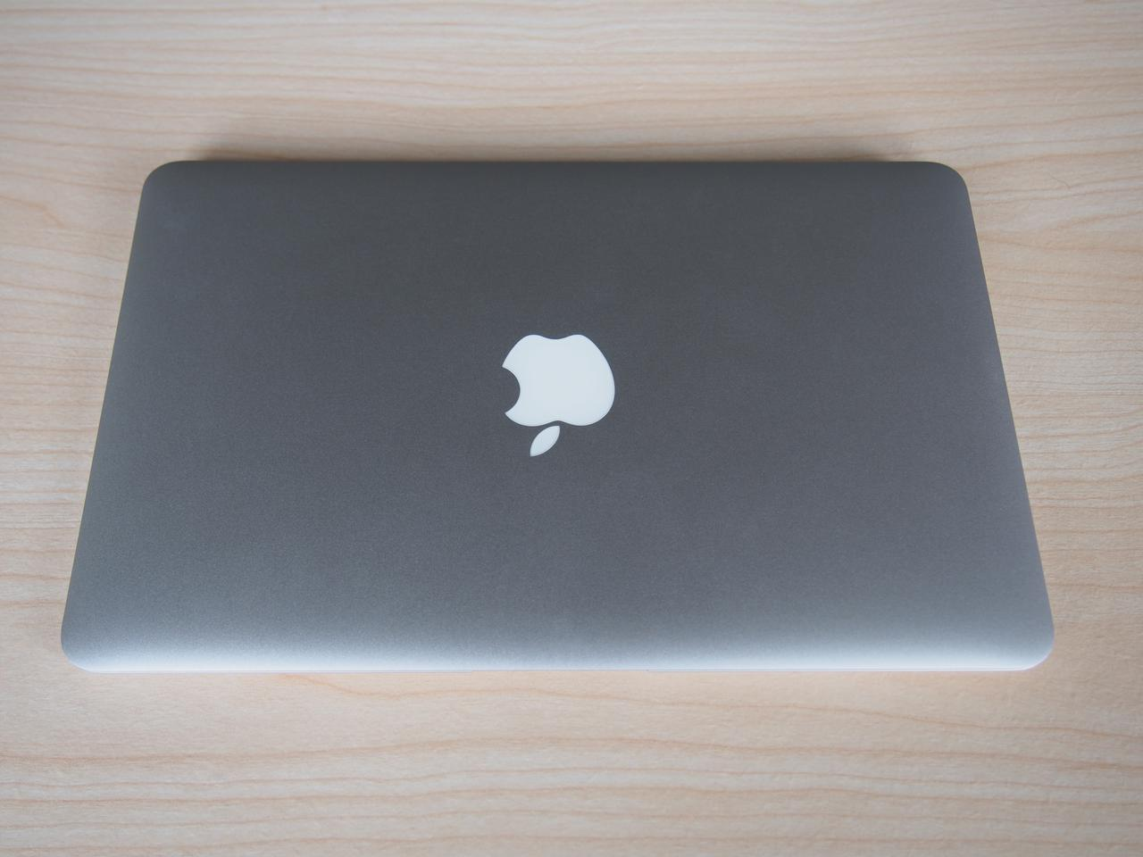 The 11-inch MacBook Air still weighs 2.38 lb (1.08 kg), and measures 11.8 × 7.56 × 0.11 to 0.68 inches (300 x 192 x 3 to 17 mm)