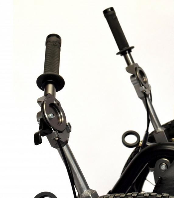 Whereas the MT utilizes bicycle-style brake levers that have to be squeezed, MT Evo users just pull their arms in