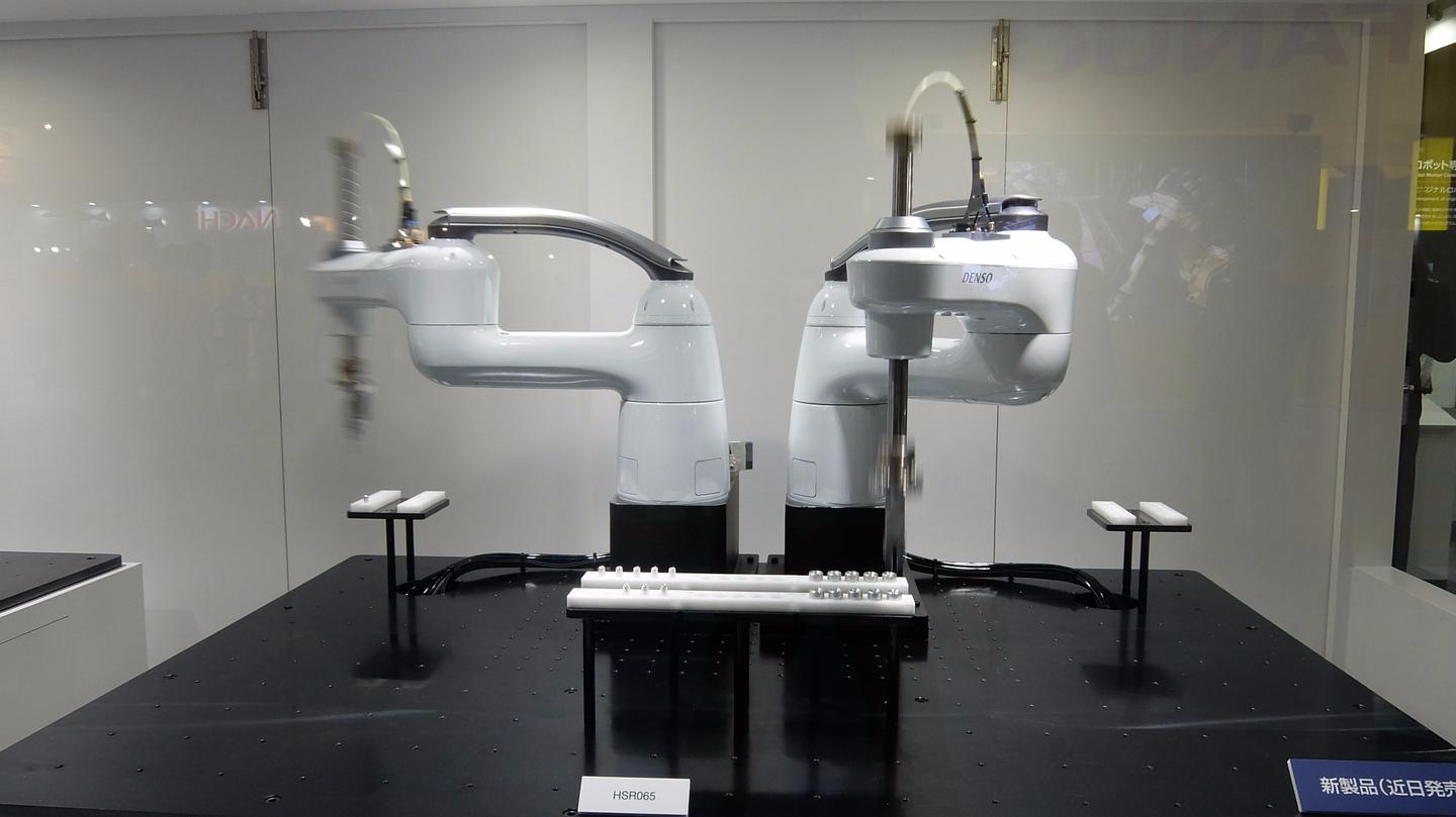 DENSO's new HSR (High Speed Robot) called SCARA demonstrates its 90 cycles per minute maximum speed