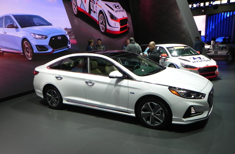 2018 Hyundai Sonata Hybrid and Plug-in Hybrid unveiled in