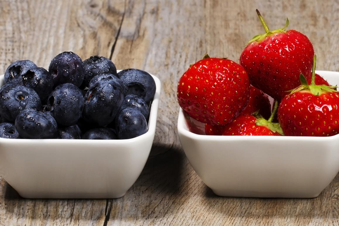 Eating two servings of strawberries and blueberries a day can delay memory decline in older women (Photo: Shutterstock)