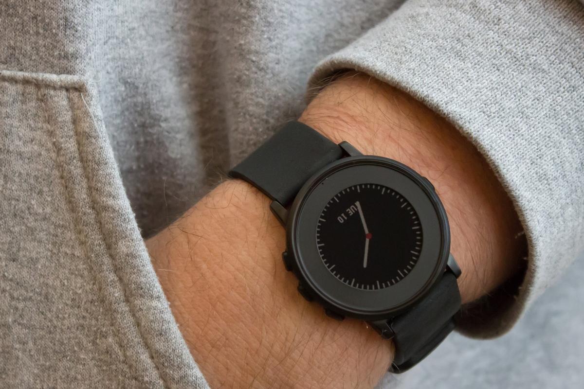 Gizmag reviews Pebble Time Round, a razor-thin smartwatch that costs too much