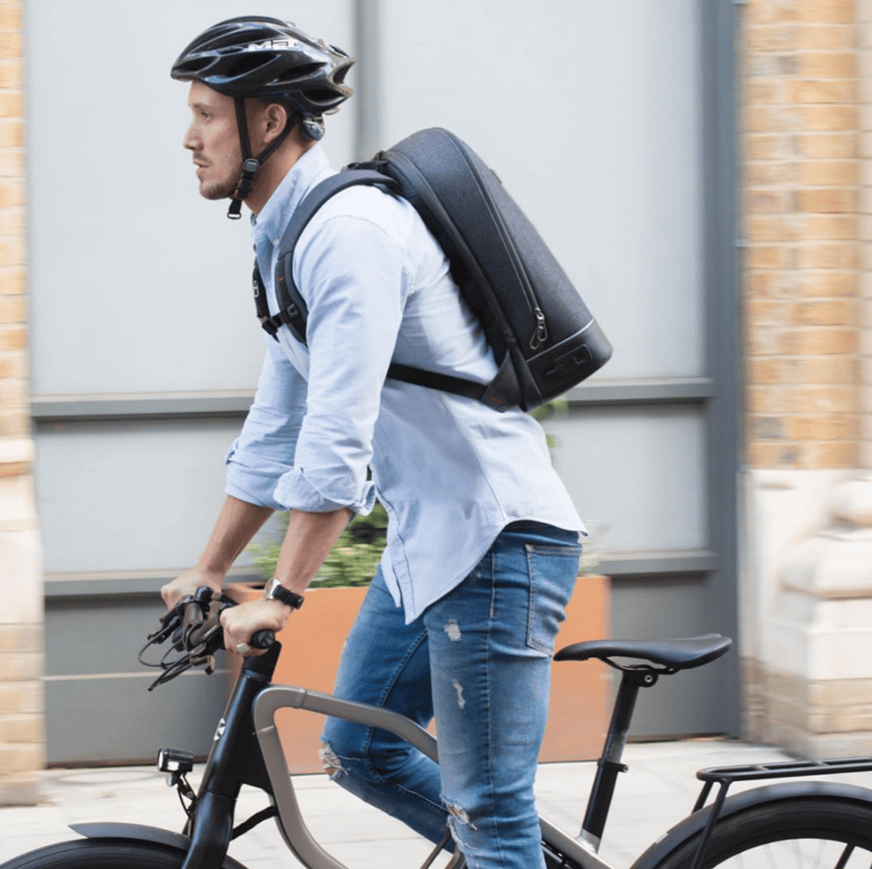 Hitting Kickstarter today, the Agazzi Pro is a stylish, minimalist and water-resistant backpack