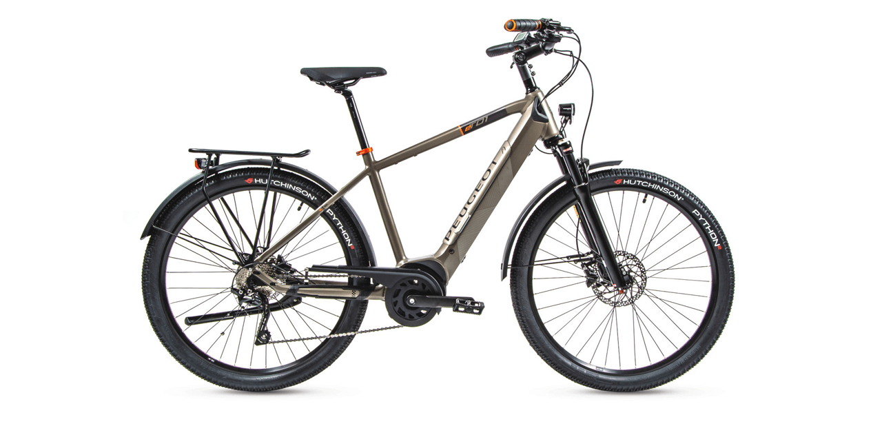 The eT01 D10 Crossover features a Bosch Performance CX motor, 500-Wh Bosch battery, and is equipped with LED lights, mudguards, kickstand and cargo rack