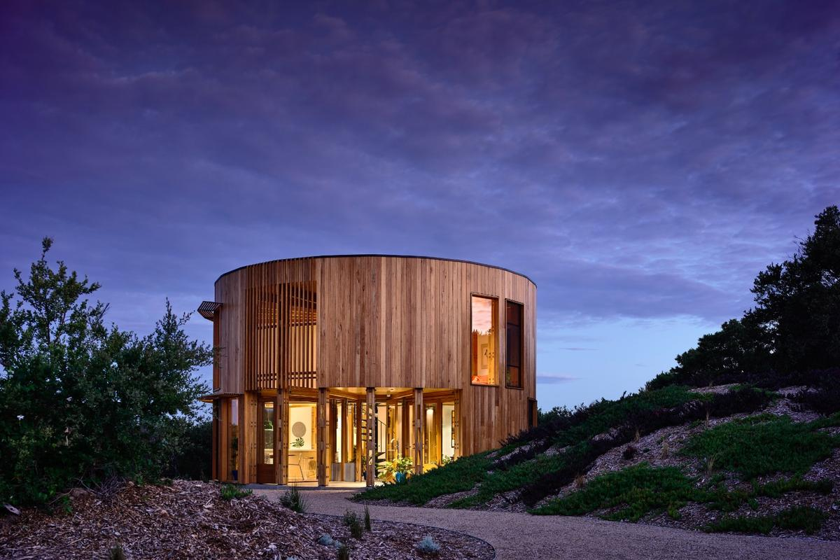 St Andrews Beach House is a very appealing beach home made from timber