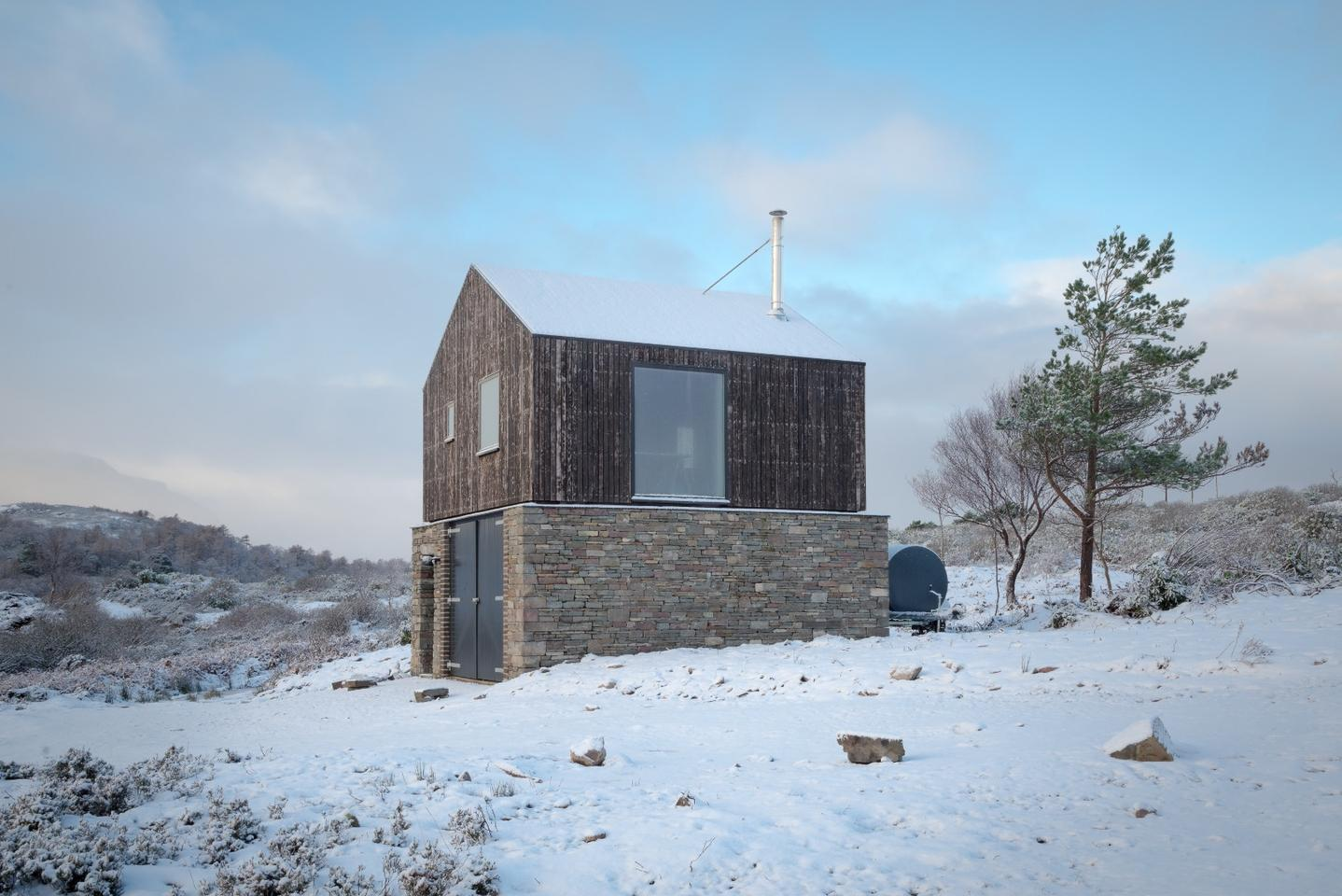 Lochside House is located in a rural area in Scotland's West Highlands