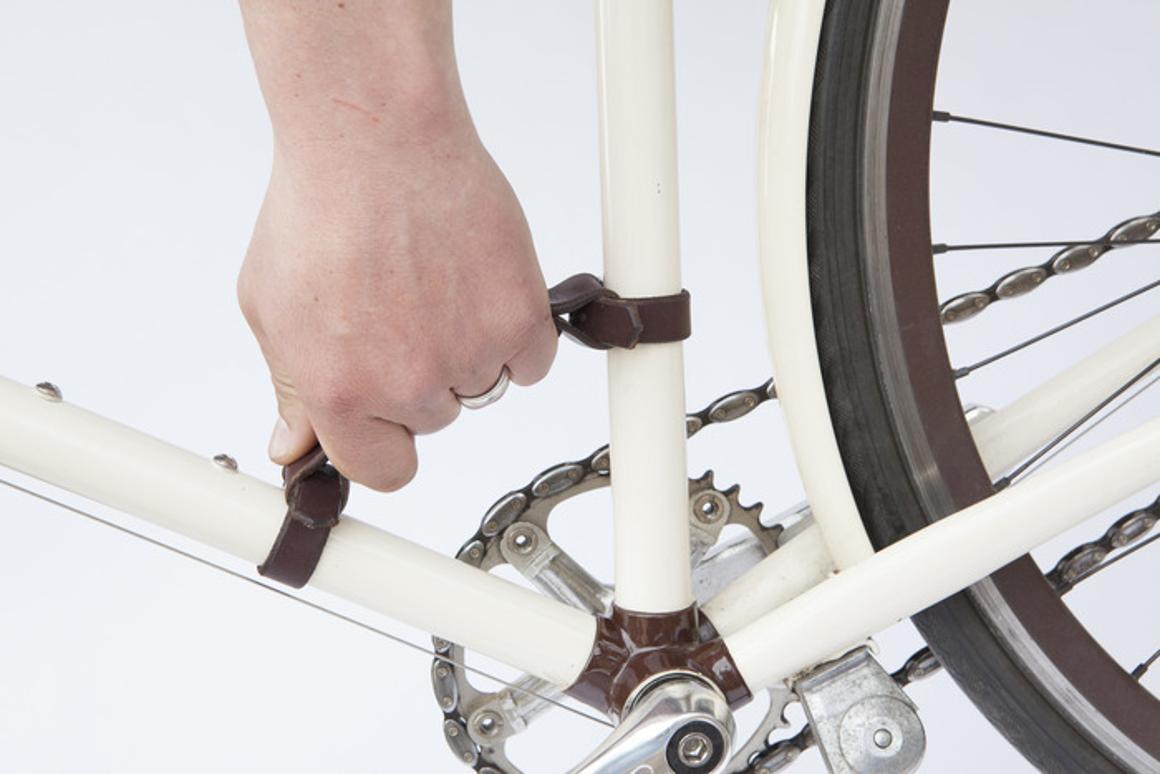Walnut Studiolo Frame Handle makes lifting bikes a breeze (Photo: Walnut Studiolo)
