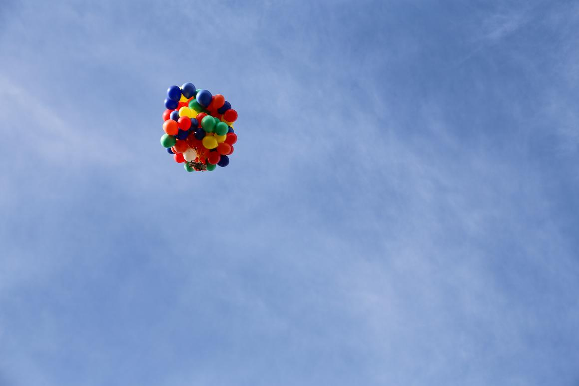 Erik Roner recently used 90 helium-filled balloons and a sun lounger to fly up to 8,000 ft (2,438 m)