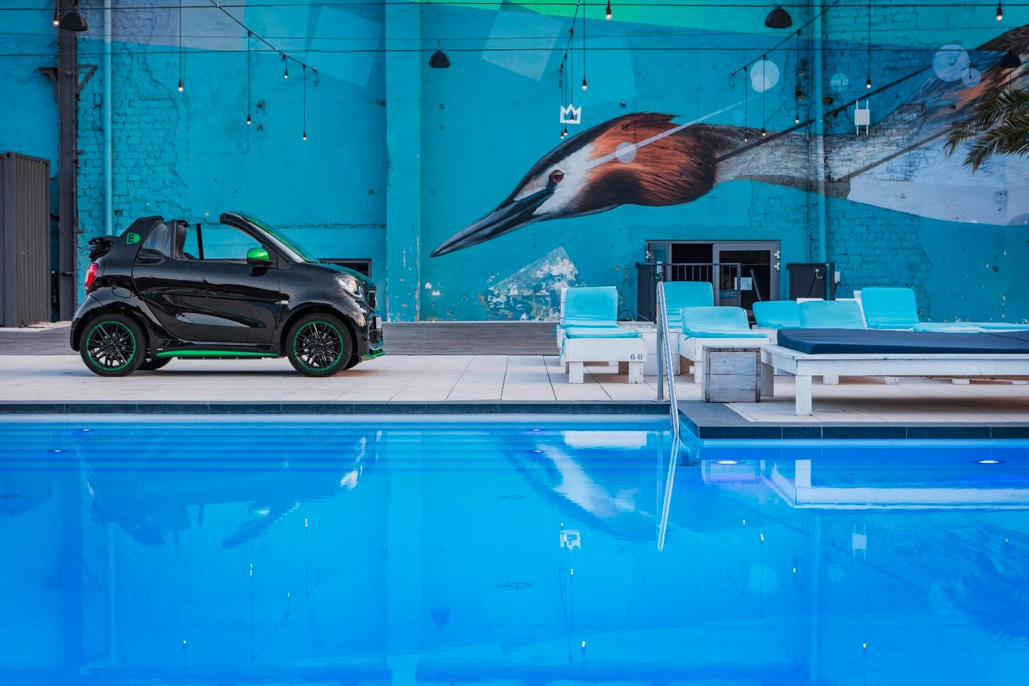 An electric car next to a pool is probably not such a Smart idea