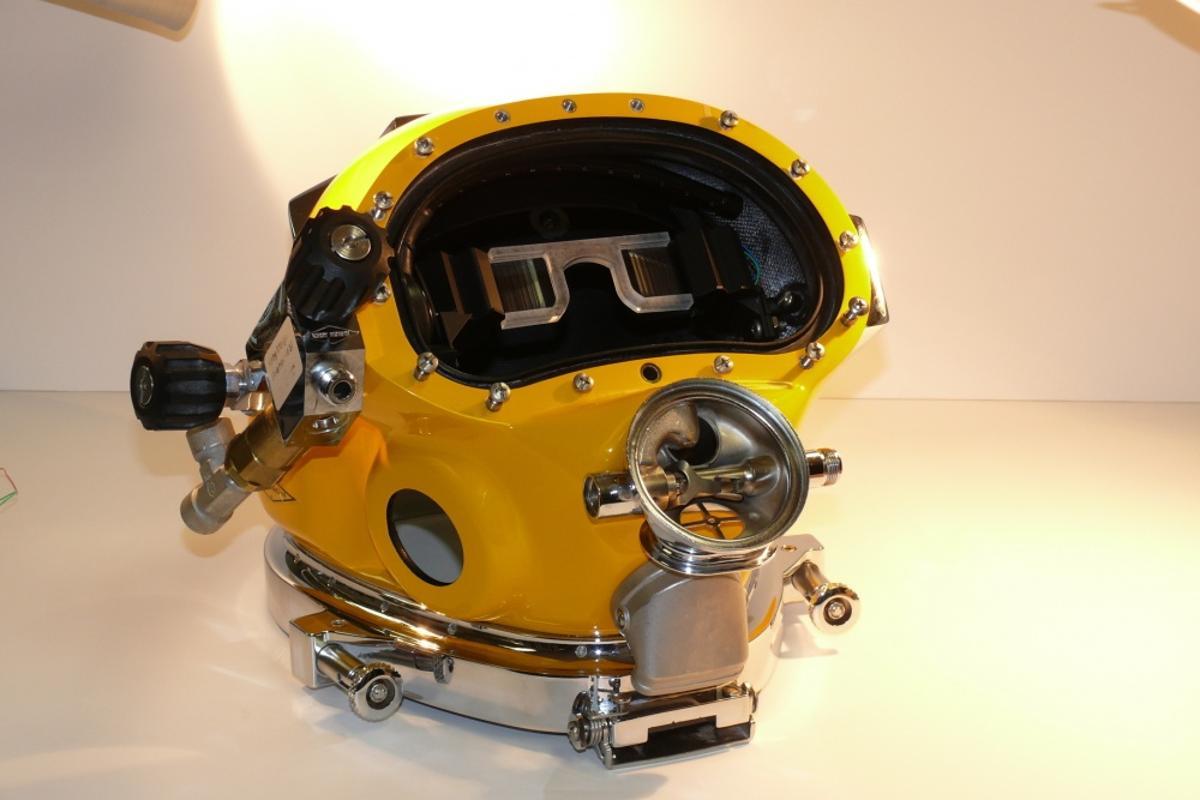 A prototype DAVD diving helmet