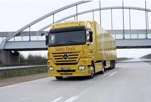 The Safety Truck by Mercedes-Benz is already a reality today, as a unique vehicle which combines all the driver support and safety systems currently available.