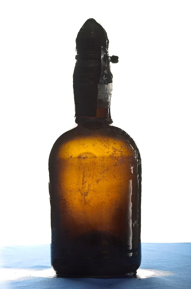 One of the beers recovered from the sea floor (Photo: Augusto Mendes, Ålands Landskapsregering)