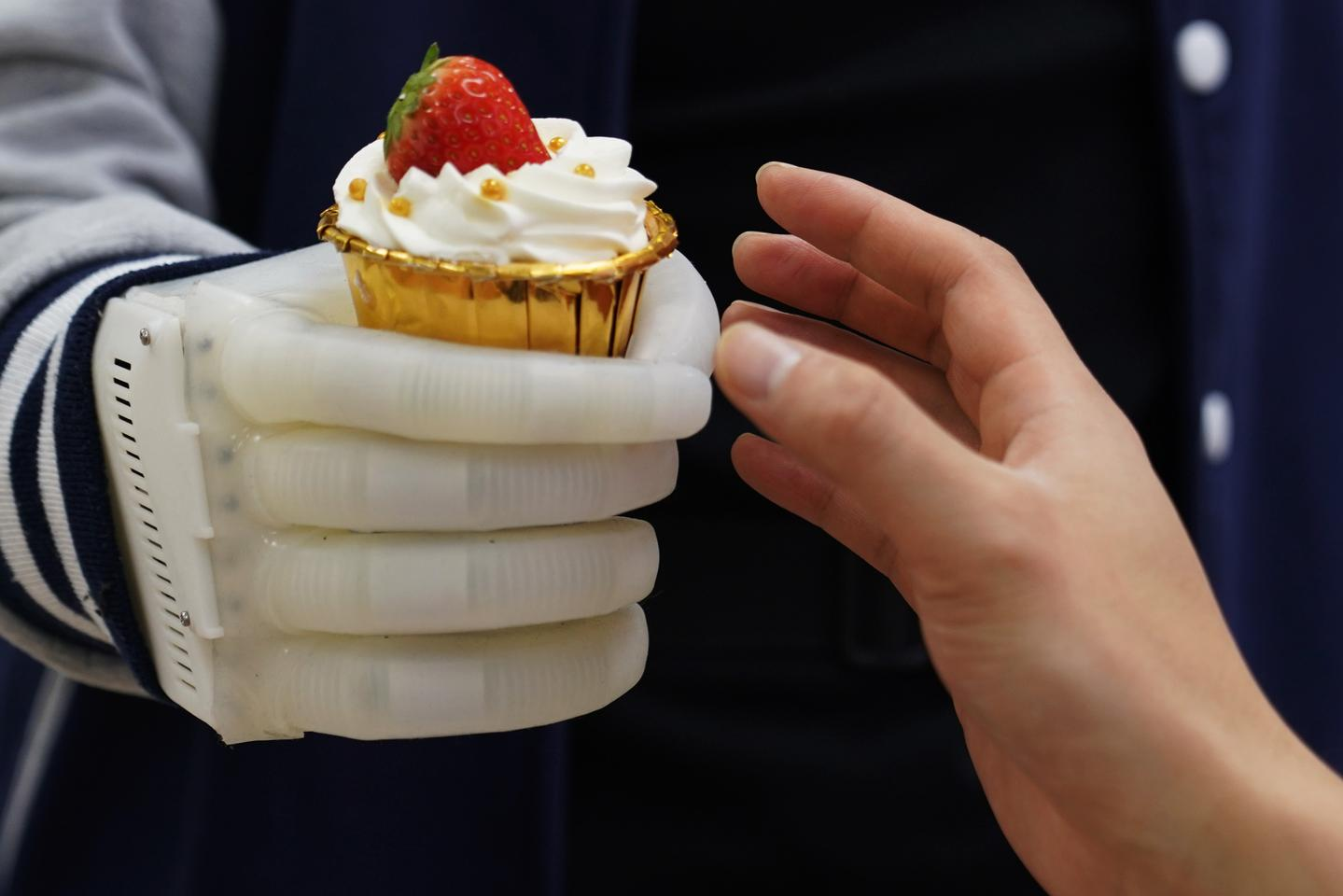 The soft prosthetic hand tips the scales at around 8 oz, and has been made using relatively inexpensive materials