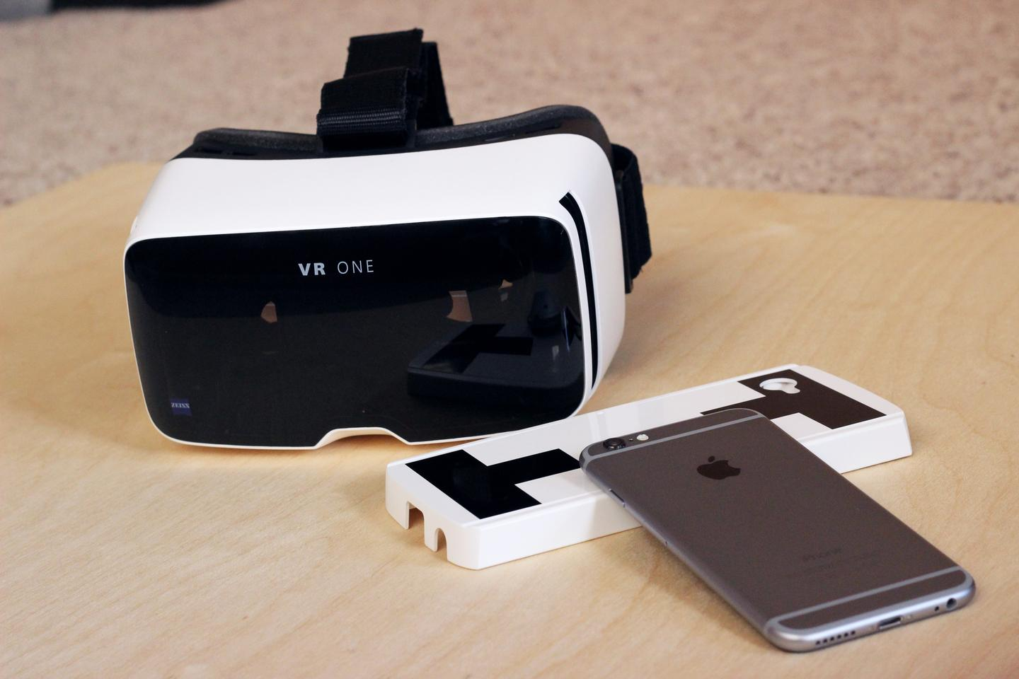 Zeiss VR One, with tray and iPhone 6 (Photo: Will Shanklin/Gizmag.com)