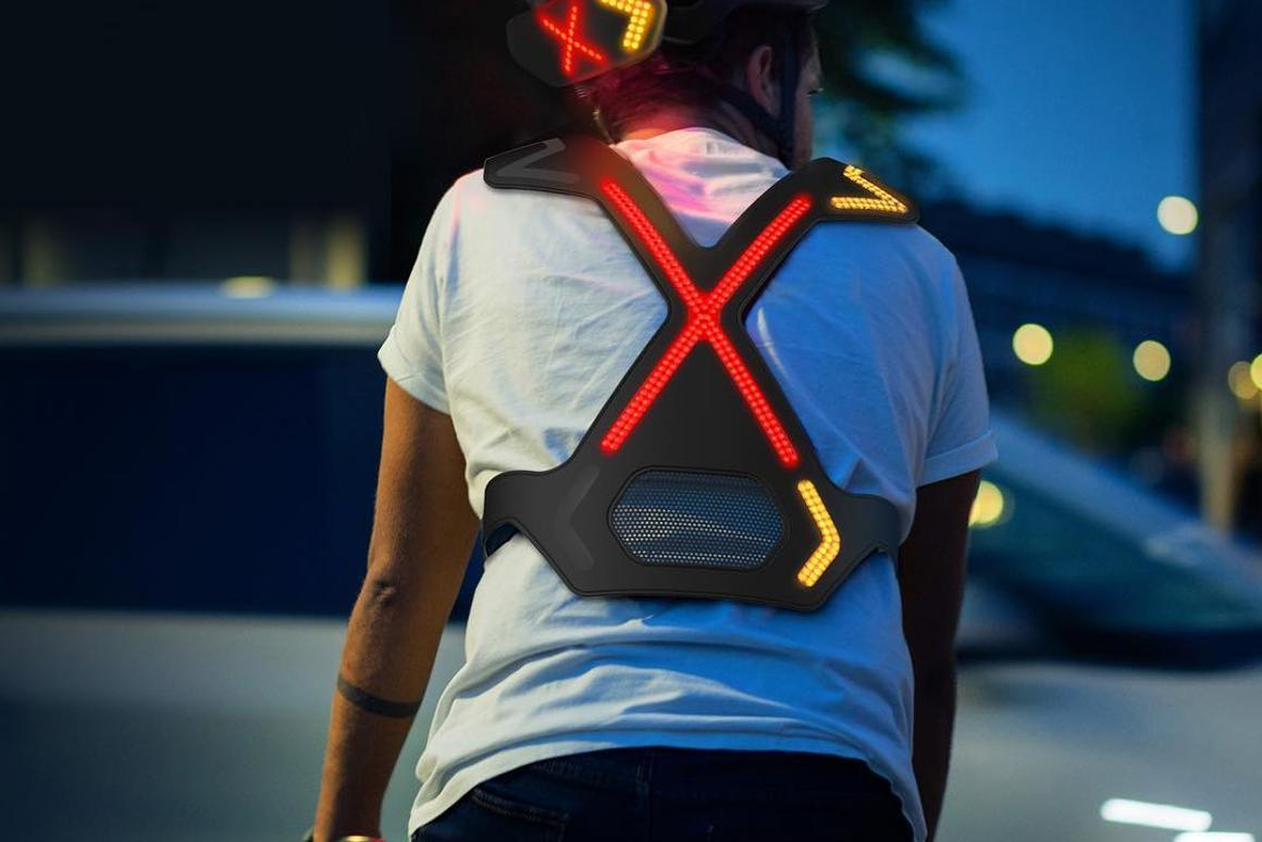 The Wayv harness is said to weigh less than 200 g (7 oz), with the helmet unit tipping the scales at under 150 g (5.3 oz)