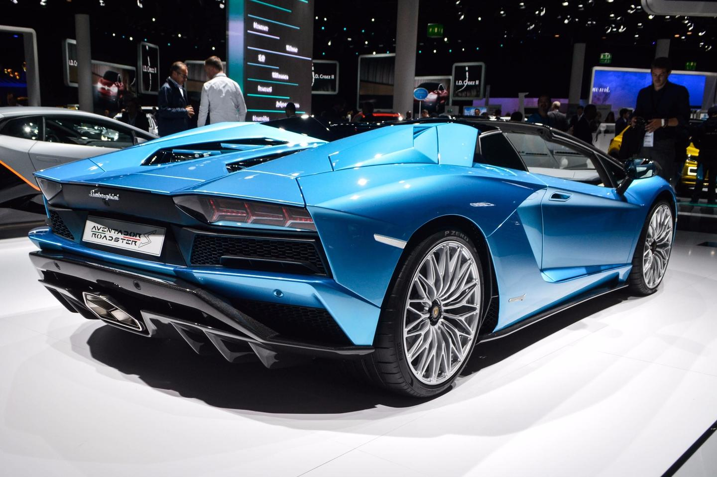 The Lamborghini Aventador S Roadster has rear-wheel steering