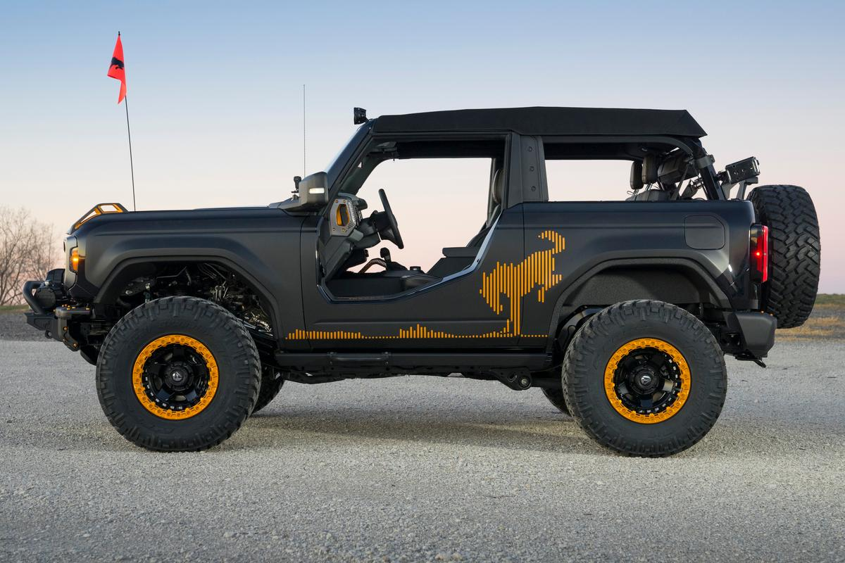 The Bronco Badlands Sasquatch 2-Door Concept gets a set of cutaway doors, low profile body panels and unique Bronco graphics