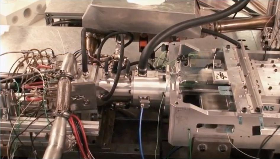 The test bed used to demonstrate the feasibility of DLR's free-piston linear generator