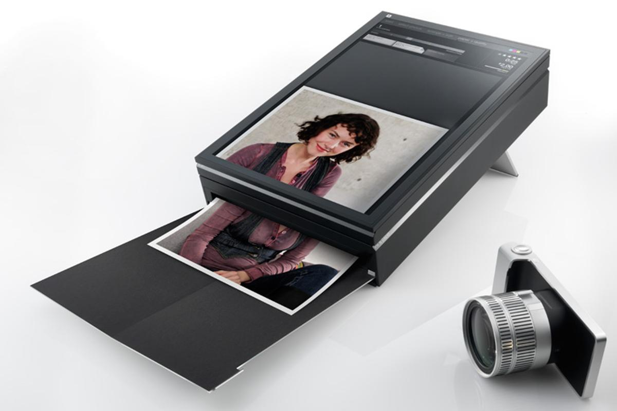 SWYP's touchscreen interface allows users to load an image or document, crop or rotate it, and finally initiate printing