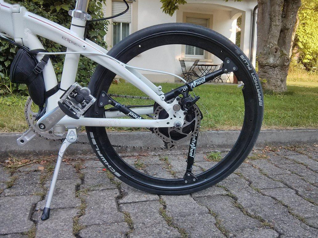 SoftWheel's Fluent wheel features shocks instead of spokes