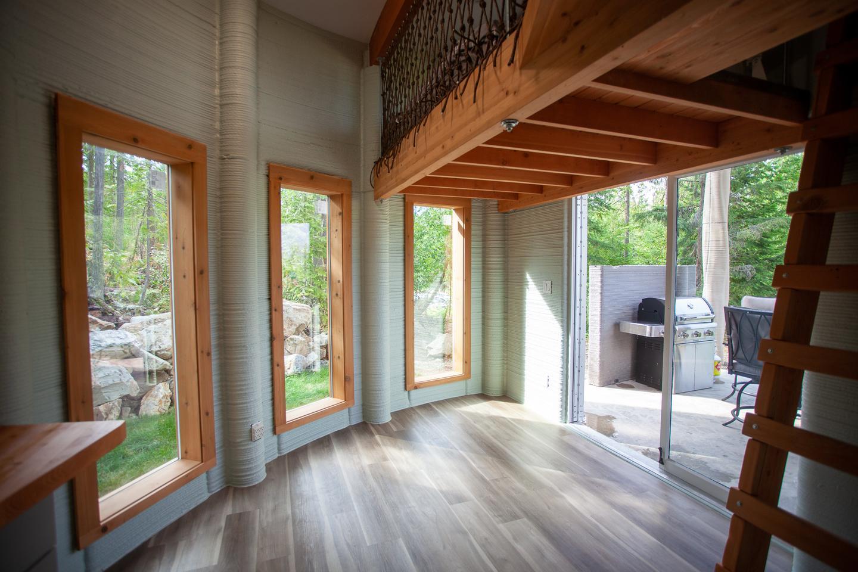 Дом Фибоначчи занимает всего 35 кв. М (376 кв. Футов) и имеет простой, практичный интерьер.