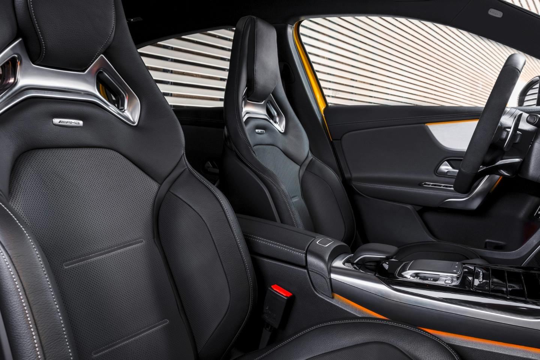 Mercedes-AMG A 35 4Matic: sporty interior